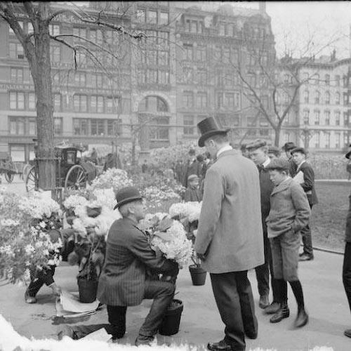 Pessoas usando chapéu em NY